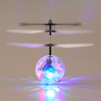 Acheter Discothèque clignotant conduit-Infrarouge Induction Flying Flash Disco Colorful LED Ball Helicopter Jouet Enfant
