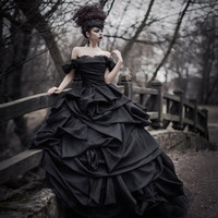 Wholesale Off Shoulder Black Gothic Wedding Dresses Pick Up Satin Tiered Pleat Lace Victorian Bridal Gowns Plus Size Corset Back robe de mariage