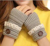 Barato al por mayor caliente guantes sin dedos de adultos mujer otoño invierno guantes de mano de muñeca con botones de encaje Warmer guante de punto