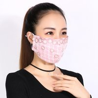 Wholesale YUMU Women Fashion Mouth muffle Respirator Winter Cotton Lace Embroidery Anti dust Anti haze PM2 Wind Plaid Mouth Mask Face Masks