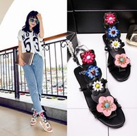 Wholesale The new leather sandals flowers flat thick with rivet with peep toe bind women sandals