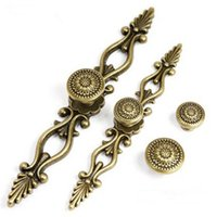 Wholesale Antique Door Handle Furniture Knobs and Handles for Kitchen Cabinets Cupboard Handles Retro Closet Handle