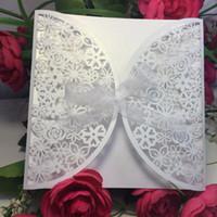Grossiste-10Pcs Delicate Sculpté Fleurs Romantique Or blanc violet coupé creux Wedding Party Invitation Carte avec ruban