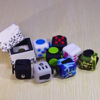al por mayor gran buena-14 colores 2017 Fidget cubo Camouflage leñoso fidget juguetes juguetes de ansiedad de la novedad Juguete de caucho actualizado botón de juguete 3.3cm buena calidad A114