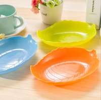 Wholesale hot sale cooking tools colors food grade leaf shaped plastic pp dinner snack fruit plates tableware snack dishes flat plate
