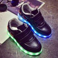 7 couleurs Enfants Charge Chaussures Led Nouveaux enfants Light Up Sneakers Outdoor Walk Chaussures plates Casual Shoes Trainer rouge et noir