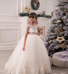 Wholesale Angel Flower Girls Dresses For Weddings Party Short Sleeves Appliques Beads Puffy Tutu Skirt First Communion Dress With Bowknot Trimmed