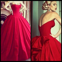 Gorgeous Ball Gowns Red Wedding Dresses Bodice Sweetheart Floor Length Big Bow Backless Vintage Princess Wedding Bride Dress