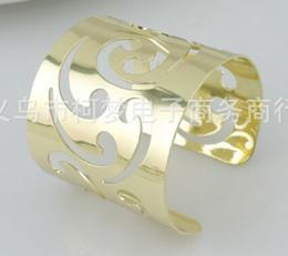 Wholesale Fashion Hot Elegant Hollow Napkin Rings silver Pierced lace Metal Ring wedding napkin holder Wedding table decoration Supplies