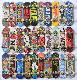 Wholesale Finger Skateboards toy set Novelty hiphop print Toys CM Finger Skate Board send at random