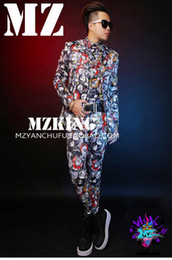 Male singer clubs in Europe and the runway looks colorful coke cans letters to cultivate one's morality suit costumes. S - 6 xl