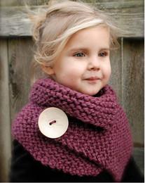 Vente en gros Personnalisé toutes les couleurs Plus de 100 Enfants à la main tricoté châle Anneau Echarpe Pashmina avec des boutons Enfants châle de laine à partir de foulards gros anneaux fabricateur
