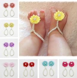 2016 nuevos zapatos de bebé de la manera florece el accesorio D6427 del anillo de los pies del niño de la flor del pie de las muchachas de la sandalia de la perla desde sandalias de perlas flores fabricantes