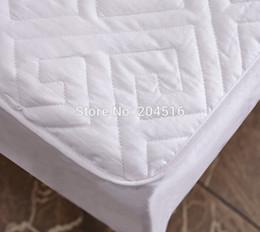 Colchones de colchón en Línea-Al por mayor-1pc Cubierta de colchón + 2 piezas fundas de almohada, color sólido de la cama acolchada sábana ajustable fija con goma con la almohadilla delgada colchón Topper