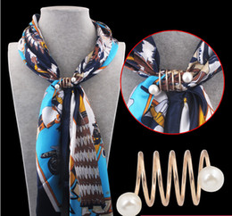 Wholesale Women Scarf Buckle Pins Fashion simple style spiral shape Brass Gold plated pearl Brooches Silk Scarves Scarf buckle ring clips RC