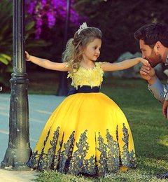 Lovely Yellow Princess Ball Gowns with short Cap Sleeves Crew Neck Puffy Skirt Lace Appliques Flower Girls Pageant Dresses BO7249