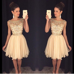 Homecoming Dresses Lace Applique Crystal Beading Short Graduation Dress With Jewel Neck Zip Back Short Length Formal Party Ball Gowns