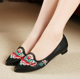 2016 new spring women shoes national wind embroidered sheepskin flat shoes pointed genuine leather leather shoes women flats