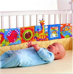 Wholesale Kids cloth knowledge books crib bumper bed protector fun educational baby cloth book animal bed bumper w rattles mobiles