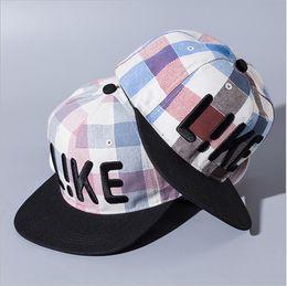 Designer Hip Hop Snapbacks Hats Flat Brimmed Like Word Embroidery Adjustable Strapback Plaid Caps Golf Basketball Mens Womens Sun Visor