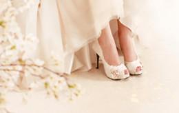 Perles de diamant hauts talons à vendre-Version coréenne du luxe Liluo autrichienne plumes blanches perle de diamants tête de poisson banquet mariage mariée chaussures à talons hauts, femmes s