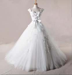 Wholesale Most Sumptuous Delicate Affordable prices Sexy Designer Cap Sleeves Wedding Dresses Chapel train Tulle Wedding Gowns Bridal Dresses