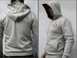 Descuento capas superiores del traje Hot New Assassins Creed III 3 Conner Kenway capucha Top capa de la chaqueta del traje de Cosplay