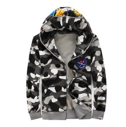 Wholesale new shark head camouflage noctilucent fleece popular logo men and women sweethearts outfit of men s leisure coat
