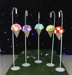 lead road for wedding with hannging hook for the flowers ball for wedding decoration