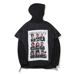 Spot high quality European and European high street fashion men and women hooded black and white character printing