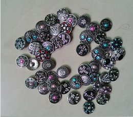 50pcs lot High quality Hot wholesale Mix Many styles 18mm Metal Snap Button Charm Rhinestone Styles Button Ginger Snaps Jewelry