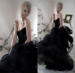 Wholesale Black Gothic Wedding Dresses Victorian Sweetheart Sleeveless Beaded Long Ruffles Tulle Skirts Bridal Gowns Court Train