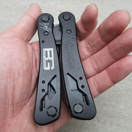 Wholesale Brand New Black Color Household Bicycle Stainless Steel Floding Multitool with Pliers tool with Knife Screwdriver