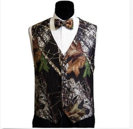 Wholesale 2016 Hot V Neck Camo Mens Wedding Vests Outerwear Groom Groomsmen Vest Realtree Spring Camouflage Slim Fit Mens Vests