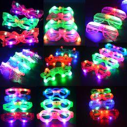 Wholesale Parpadeante LED obturador Ojo gafas de fiesta Party Light Up Flashing Evento Año Nuevo Partido Navidad Decoraciones Regalo