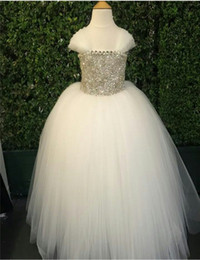 2020 Gorgeous Hand Made Flowers Peals Tulle Ball Gown Scoop Floor Length Off Shoulder Flower Girl Dresses For Little Girl Sale