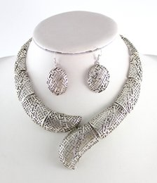 Wholesale-Retro Pattern Silver Plated Hollow Out Metal Flower Bib Collar Necklace Earring Africa Wedding Dress Jewelry Set