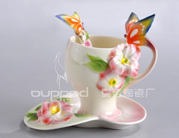 Gros-200ml Peinture européenne Porcelaine Bone China papillon Fleurs café Set Creative Tea Cup Set main Set, en gros Livraison gratuite à partir de thé floraison gros en chine fabricateur
