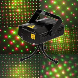 Mini lumières de vacances en Ligne-2014 Location Vente Laser Mini Stage éclairage 150mW Mini Green & amp; 12pcs laser rouge DJ Party Stage de lumière Noir Bleu Disco Dance Floor Light DHL