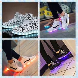 3 choix de couleurs lumières colorées recharge USB LED lumineuses chaussures hommes / femmes de chaussures de sport aide bottes danse de rue de chaussures de haute lumière 35-44 à partir de choix de sports fabricateur