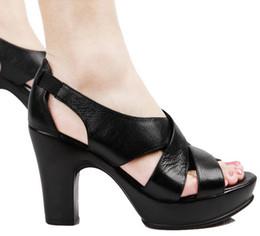 2015 Mode Peep Toe Noble femmes pompes 100% Sandales en cuir pleine fleur épais talon haut Simple Design plaine Rome chaussures printemps été à partir de chaussures simples talons fabricateur
