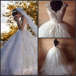 Real Picture Ball Gown Wedding Dresses V-Neck Sleeveless Lace with Beading Appliques Zipper Back Chapel Train Custom 2016 Bridal Gown
