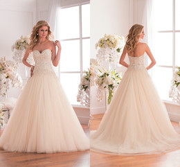 Custom Made Appliqued Wedding Dresses Lace A Line Floor Length Zipper Tulle Bridal Dress Ivory Beading Strapless Sexy Wedding Party