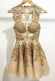 Fashionable Cocktail Dresses Gold Applique A Line Homecoming Dresses Crew Neck Sleeveless Zip Back Mini Length Tulle Short Prom Gowns