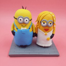 Wholesale Custom Minions Wedding Cake Topper Handamde Dispicable Me Mini Mrs Mrs Cake Topper Figurine Sculpture Birthday Party Cake Toppers