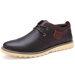 2017 los hombres hechos a mano de los zapatos oxford 2016 nuevo cuero genuino planos de los hombres calza los zapatos hechos a mano de Oxford para los hombres punta redonda zapatos al aire libre los hombres hechos a mano de los zapatos oxford en venta