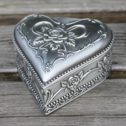 Retro pewter plated heart shape flower engraved metal jewelry box, zinc alloy trinket gift box