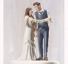 Wholesale Unique Style Wedding Cake Topper Indie Style Wedding Couple Figurine Romantic Wedding Favor Bridal Accessories