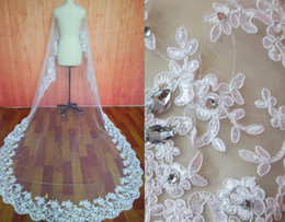 Top Selling Cathedral Wedding Veils Lace Appliques Rhinestones Beads Vintage White Ivory Wedding Dresses Long Bridal Veil Cheap without comb