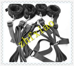 Wholesale Fetish Under Bed Restraint Kit with Faux Fur Hand Cuffs Ankle Cuff Bondage Collection for Male Female Bdsm SM Bedroom Bondage Set Black